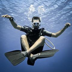 Buoyancy Control & Me (in The Matrix) (lepoSs) Tags: ocean blue sea mer uw underwater pacific outdoor scuba diving bubble diver tahiti humanbeing plongée moorea océanpacifique prisedevueenextérieur personnehumaine