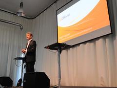 Microsoft-Geschäftsführer Ralph Haupter eröffnet die Premierenveranstaltung.