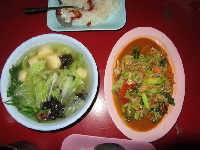 Left: Gaeng Jued Tao Hoo, Right: Pad Pongali Pak Ruam