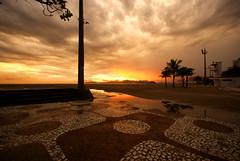 Pr do sol chuvoso (Thiago Souto) Tags: sunset sea favorite orange cloud sun sol praia beach mar areia sony laranja palm prdosol santos shore alpha nuvem favorita litoral calada calado palmeira preferida baixadasantista mybestwork 230