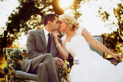フリー写真素材, イベント・行事・レジャー, 結婚式, 人物, カップル・恋人・夫婦, キス, ウエディングドレス,