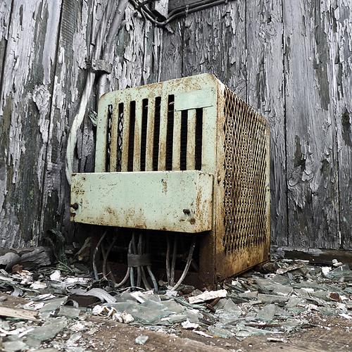 abandoned 90618