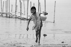 River Girl (tanvir_shafi (back to wide-angle-wishing for Ultra) Tags: life blackandwhite bw girl smile canon river eos is candid joy lifestyle usm 70300mm bangladesh ef padma villagegirl tanvir shafi mawa 70300mmisusm