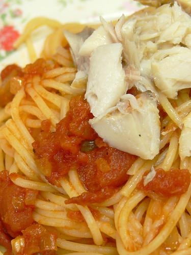 スパゲティ・ポモドーロ 鯖の塩焼き乗せ