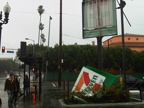 OMG 7-11 on Avenue 52 in Highland Park just lost its sign.