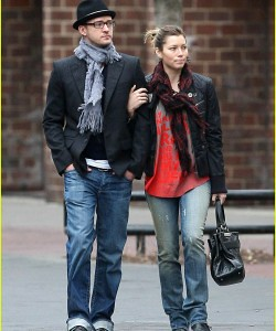 Justin Timberlake wear fashionable eyeglasses in daily life