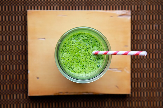 Kale Spinach and Pear Smoothie