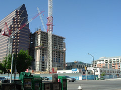 high-rise condos go up in austin (by: tim patterson, creative commons license)