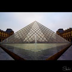 Pyramide du Louvre (Sturier) Tags: paris canon eos sigma toureiffel 1224mm 50d pyramidelouvre sturier