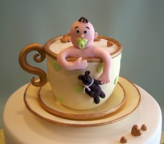Baby brewing :o) (cakespace - Beth (Chantilly Cake Designs)) Tags: bear baby white toronto green yellow cake shower gold heart beth bolo teacup mississauga saucer teaparty pacifier handmouldedtopper cakespacebeth braziliancakestoronto