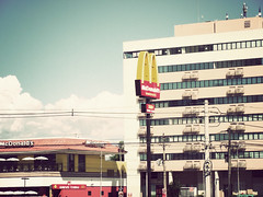 6/30 - the addiction of all [explore] (Thiago SL) Tags: red food vintage photography drive photo flickr all zoom photos picture fast mcdonalds explore finepix urbana fujifilm addiction thru s1800 thiagosl
