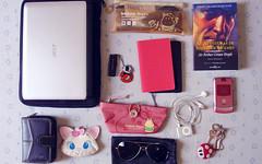 What's in my bag today (Dαni) Tags: moleskine sunglasses mobile pencils keys book ipod coins wallet eraser makeup sketchbook acer pens sherlockholmes whatsinmybag aviator ipodshuffle pendrive netbook sirarthurconandoyle 11365 corrupio