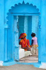 Blue house in Orchha  (Thea Oranje) Tags: blue india nikon orchha d90 theunforgettablepictures tup2