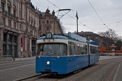 Auch beim Ausrücken: Wagen 2028 am Lenbachplatz