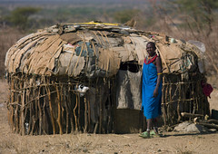 Samburu tribe house - Kenya (Eric Lafforgue) Tags: poverty africa house kenya culture tribal hut tribes afrika tradition tribe ethnic maison tribo afrique hutte ethnology tribu 1809 qunia lafforgue ethnie  qunia    kea   a