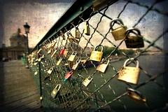 Love-locks on Paris bridge (texturedJohn) Tags: bridge paris france love seine lockers river puente lock amor fiume bridges ponte explore locker amour pont locks puentes amore ponts fleuve pontdesarts ponti fiumi theworldwelivein fleuves magicunicornverybest