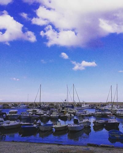 Nel blu bagnato di blu #puglia #pugliagram #weareinpuglia #worldcapture #worldwide #travel #ig_italy #italiainunoscatto  #ig_puglia #volgopuglia #top_pugliaphoto #autumn #sky #skyporn #puglia_city #blu#blue #sea #moladibari #mare #pugliagram #pugliabella