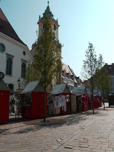 Bratislava, Slovaquie: l'ancien hôtel de ville domine la place centrale.