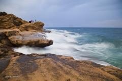 En el acantilado (20º EXPLORE 22-11-2010) (Jose Casielles) Tags: color mar oleaje paisaje personas acantilado yecla efectos rompiente cabodelashuertas intrepidos fotografíasjcasielles