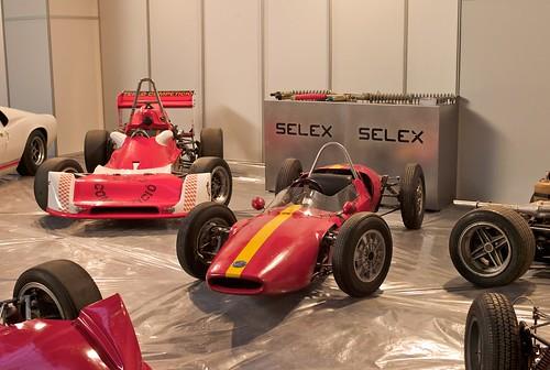 L9770313 - Montando la exposición Selex en Auto-Retro