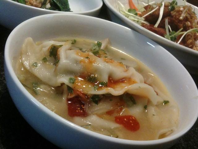 餃子入り鶏ガラ味噌スープ、美味しいよ! #jisui