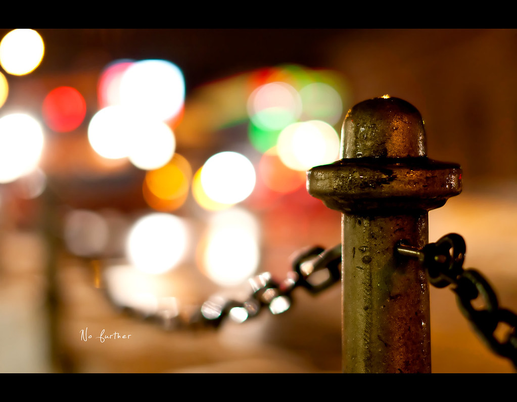 Day 126, 126/365, Project 365, Bokeh, 50mm, Sigma 50mm F1.4 EX DG HSM, chain, cars, blurry, project365, smooth, pillar, no further, wide open, open, wide aperture,