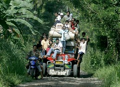 overloaded! (Keith Bacongco) Tags: jeep sibulan stacruzdavaodelsur