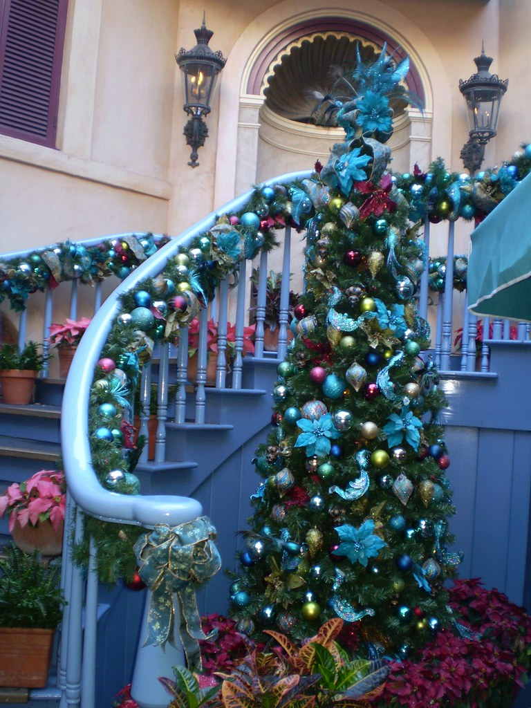 New Orleans Square Christmas Decorations - Photos ...