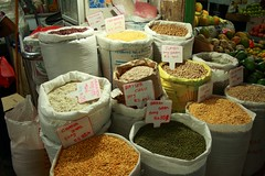 - Nuwara Eliya, the market - (dcem) Tags: market vegetable srilanka nuwaraeliya serendib ceylan 400d canonefs1855mm3556