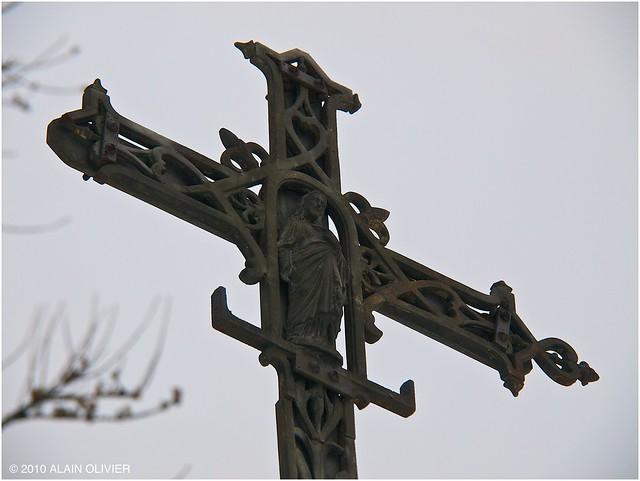 Une vieille croix dans la forêt 5300913099_8370c9d8ca_z