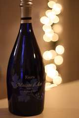 Risata Moscato d'Asti (cpt_comet) Tags: blue italy glass fruit bottle wine drink bokeh beverage newyear alcohol newyears dayone fruity 1111 happynewyear risata 2011 happynewyears sweetwine moscato onebottle dasti moscatodasti risatamoscatodasti