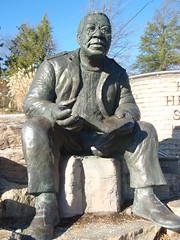 alex haley statue (1)