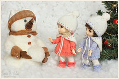With snowman :) (Maram Banu) Tags: snow zoe doll bonnie bjd fairyland fairystyle pukifee marambanu