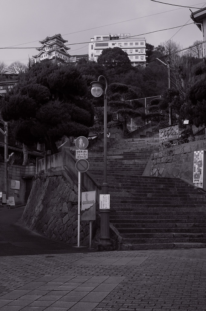 the steep path to Onomichi castle and Senkoji park