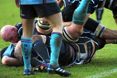 Worcester Warriors attacking. (Stanthefan) Tags: england grass rain sport vertical horizontal shirt team mud boots action stadium attack pitch worcestershire twopeople penalty oneperson worcester defend gbr threepeople fieldofplay