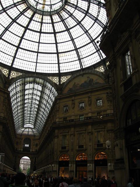 ミラノのアーケードのフリー写真素材