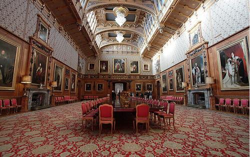 inside windsor castle biggest house in the world queen elizabeth