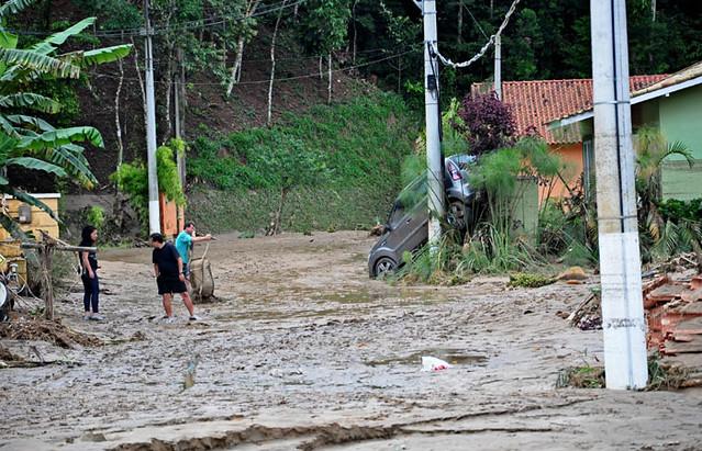 auto inundación en Teresópolis Brasil