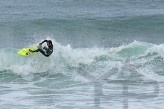 1500_la_040708_07 (yop-photos) Tags: jaune surf 2008 juillet homme lacanau floater tlobjectif droite 1m10