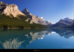 "Maligne Lake (Joalhi ""Back in Miami"") Tags: canada reflections jasper alberta malignelake spiritisland colorphotoaward coth5"