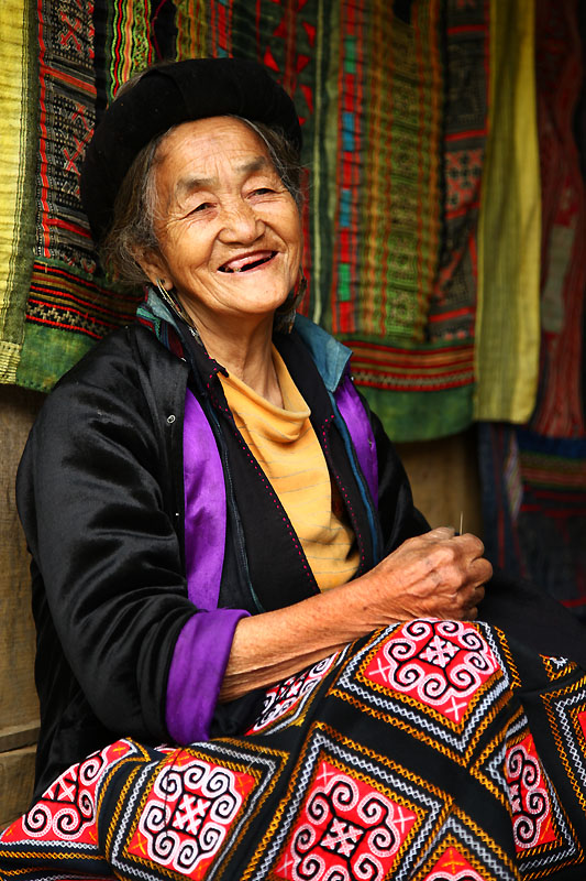 IMG_0487-w Sapa Hmong Old Lady Sewing