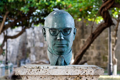 Bust of Carlos Lleras Restrepo in Cartagena de Indias, Colombia (janniswerner) Tags: people man male celebrity green monument latinamerica southamerica public statue cali bronze glasses 60s memorial colombia bogota president bald bust tropical politician caribbean cartagena medellin sixties deceased cartagenadeindias carlosllerasrestrepo comptrollergeneral baldieman