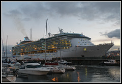Independence of the Seas (sacre) Tags: sea espaa port mar spain corua barcos harbour ships galicia cruiseship royalcaribbean crucero acorua lacorua independenceoftheseas