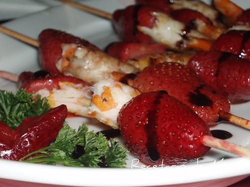 Brochetas de fresas y langostinos 6