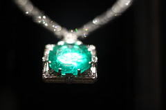 Emerald (dangaken) Tags: green stone museum canon washingtondc smithsonian jewelry diamond precious emerald gem smithsonianinstitution nationalmuseumofnaturalhistory 50d jewle canon50d gaken dangaken nationalgemstonecollection dgaken wwwflickrcomdgaken