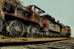 loco motivus (Flipographer) Tags: portugal train canon decay hdr locomotiva 550d ilustrarportugal