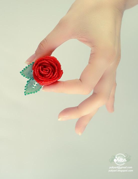 Beaded brooch Rose Sindoor