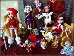 Merry Christmas.. and Happy Birthday, Raven! (Li.Th.Do.Nr) Tags: christmas adri dolls presents joelle carrie candycane shadi bratz 2010 lps 10thanniversary december25 littlestpetshop