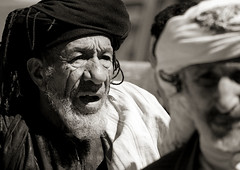 Old yemeni man from Thula - Yemen (Eric Lafforgue) Tags: people horizontal closeup person asia middleeast arabic celebration arabia yemen asie turban wisdom tradition twopeople personne grosplan headandshoulders yemenite yemeni sagesse thula arabie moyenorient blackandwhitepicture 6386 thulla arabiafelix arabieheureuse arabianpeninsula deuxpersonnes photonoiretblanc peninsulearabique