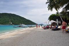 Pulau Besar (Magdalena Witecka) Tags: ocean sea panorama tree beach beautiful coral island nikon view tourist palm malaysia tropical tropic 105 18 pulau sunbeds plaa d90 malezja nkkor dungla perhetian